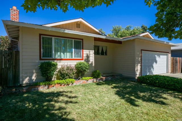 555 Oak Manor Dr, Ukiah, CA 95482