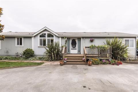 445 Cavanaugh Ln, Petaluma, CA 94952