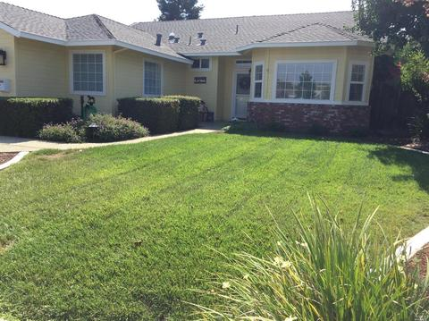 592 Yellowstone Dr, Vacaville, CA 95687