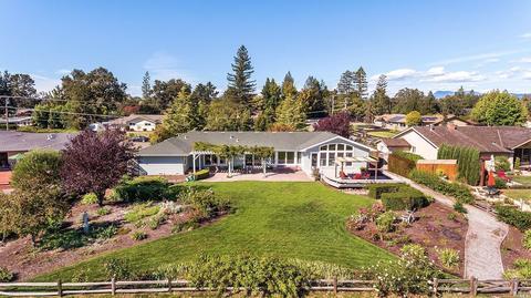 5210 Oak Meadow Dr, Santa Rosa, CA 95401