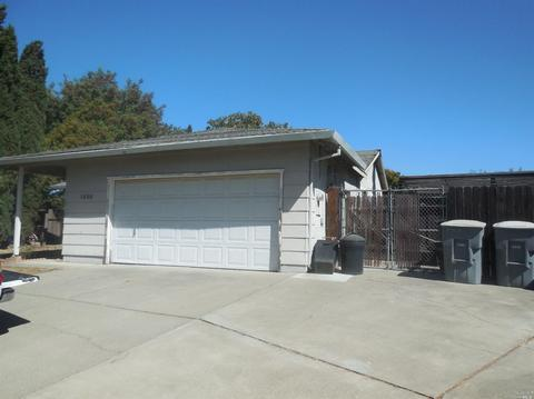 1350 Fairbanks Ct, Dixon, CA 95620