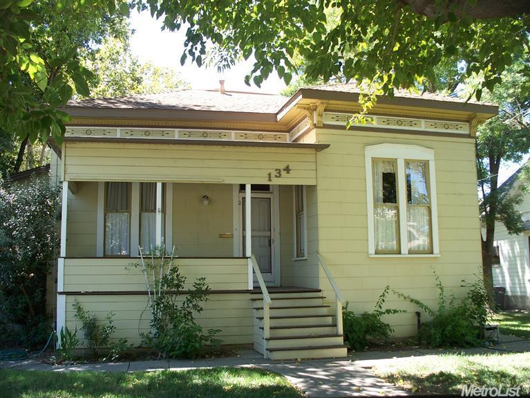 134 2nd St, Woodland, CA 95695