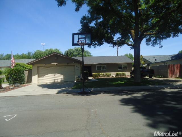 913 Charleston Ave, Modesto, CA