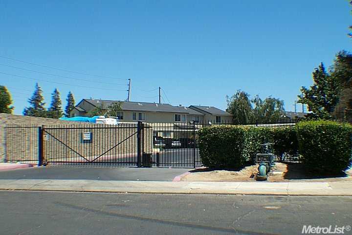572 Pirinen Ln #APT c, Modesto, CA