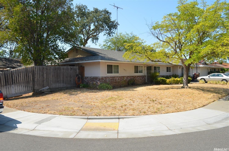 8956 Plaza Park Dr, Elk Grove, CA