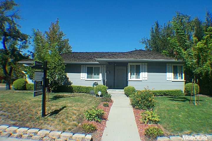 1075 N Country Club Blvd, Stockton, CA