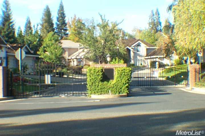 2760 Prestwick Dr, Roseville, CA