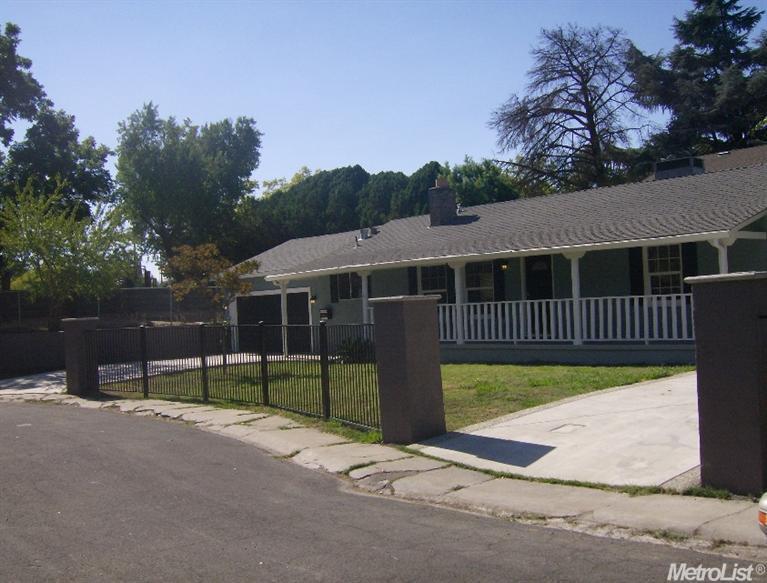 2011 Lake Dr, Stockton, CA