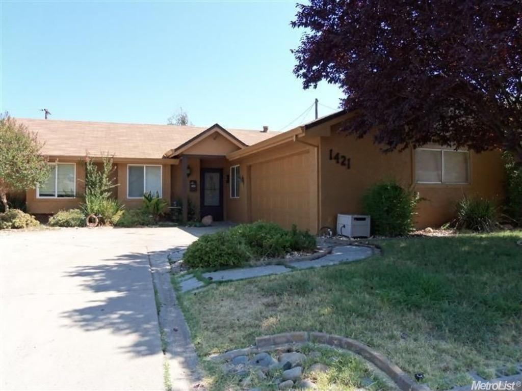 1421 Oakmont Dr, Roseville, CA