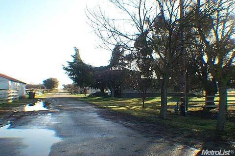 7318 Crane Rd, Oakdale, CA 95361