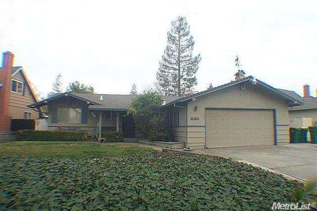 851 E Robinhood Dr, Stockton, CA 95207