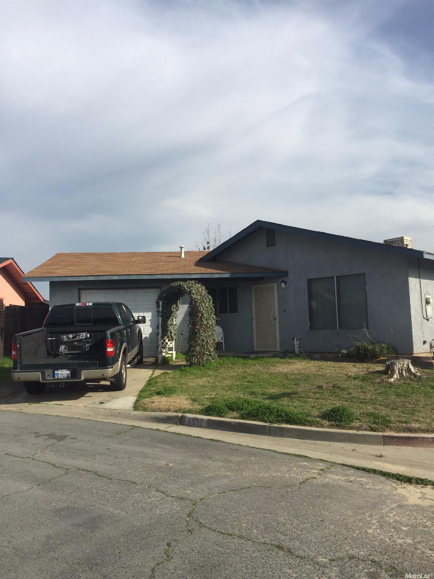 1511 Mulberry Ct, Livingston, CA
