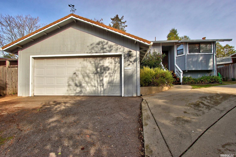 130 Circle Dr, Auburn, CA