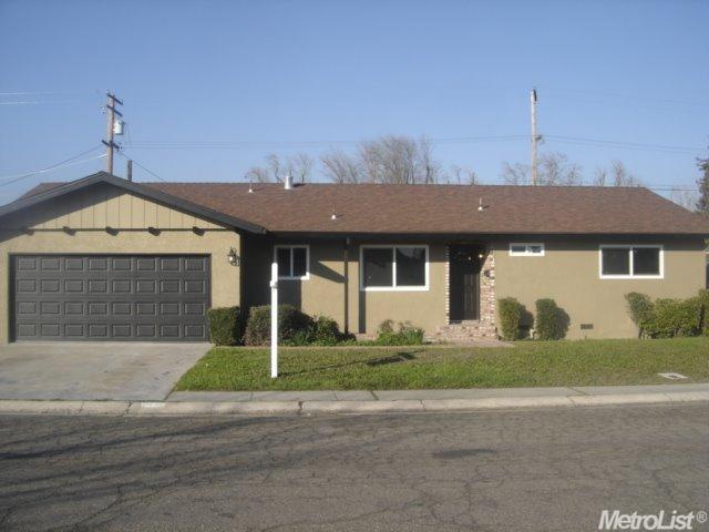1445 Gary Ln, Modesto, CA