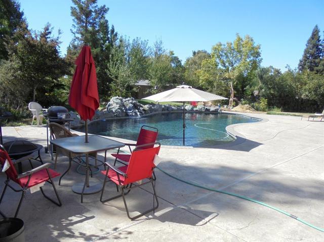9601 Sommer Pl, Oakdale, CA