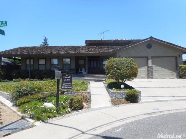 2307 Rivergate Dr Riverbank, CA 95367