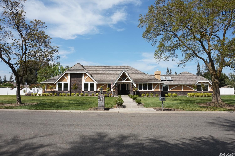 11605 Pin Oak Dr, Oakdale, CA