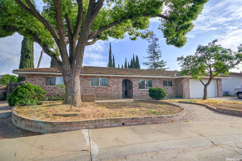 9101 Plaza Park Dr, Elk Grove, CA