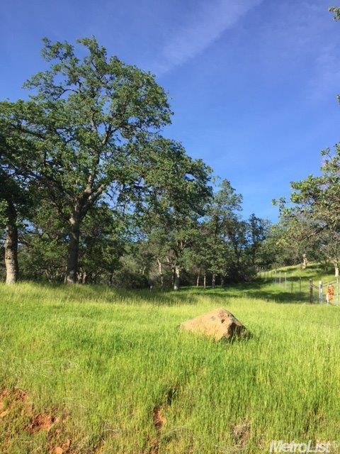 33 Lanza Ln, Browns Valley, CA 95948