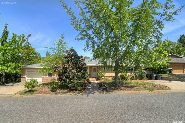 4251 Oak Knoll Dr, Carmichael, CA