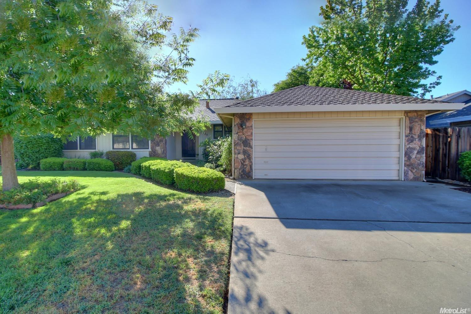 9485 Crown Point Way, Elk Grove, CA