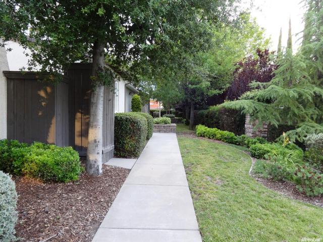 3 Villa Gardens Ct #APT 3, Roseville, CA