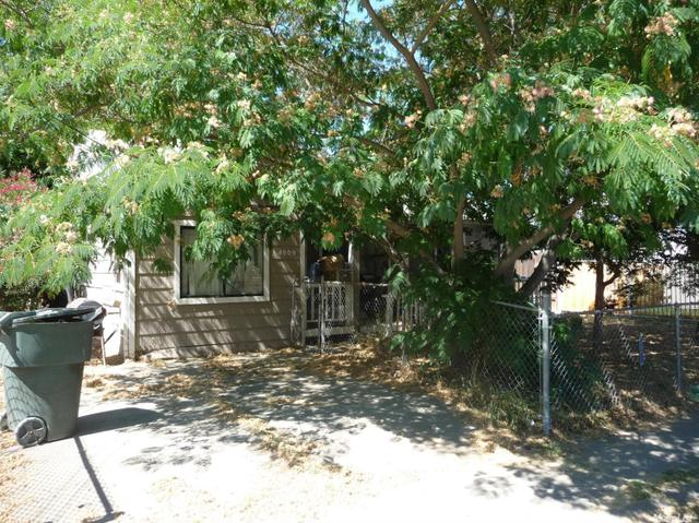 4909 Roosevelt Ave, Sacramento, CA 95820
