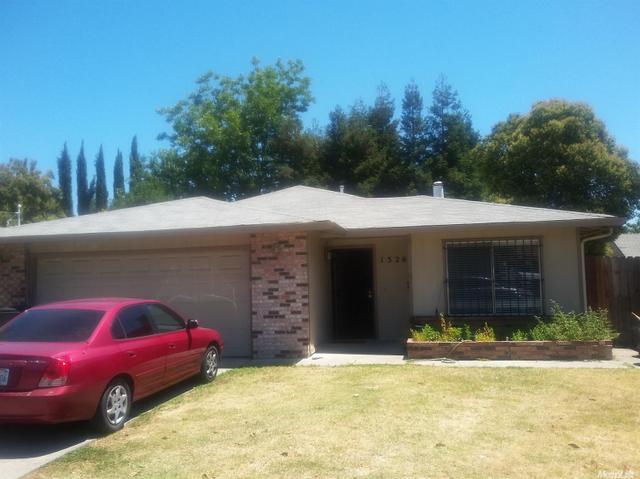 1326 Holt St, Stockton, CA 95203
