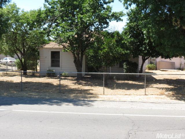 1063 Grand Ave, Olivehurst, CA 95961
