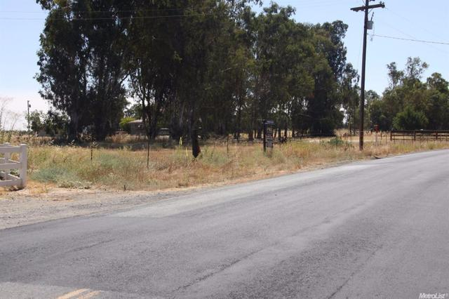 22224 Santa Cruz Dr, Linden, CA 95236