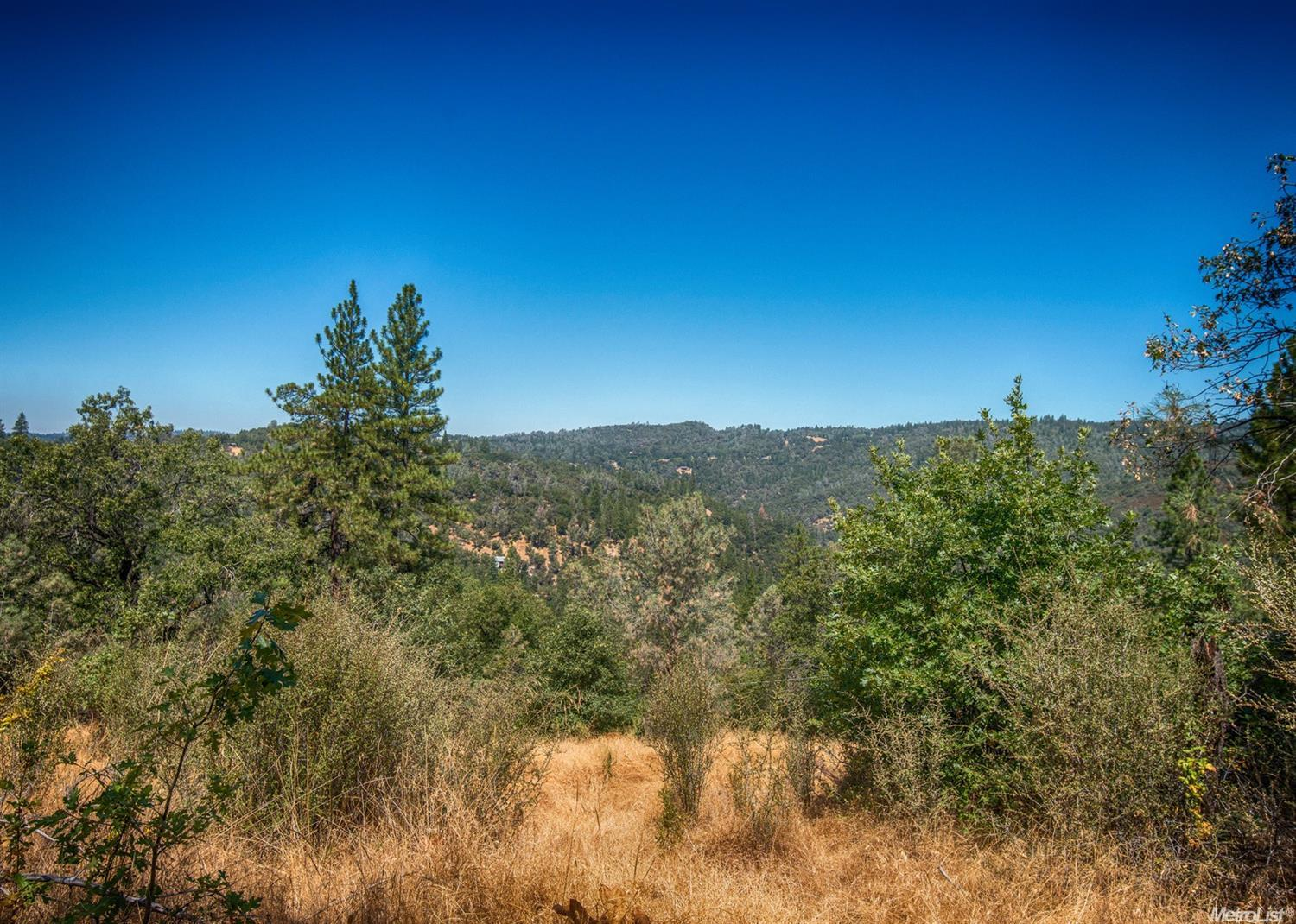 5261 Rooster Ln, Somerset, CA 95684