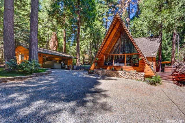 2210 Blair Rd, Pollock Pines, CA 95726
