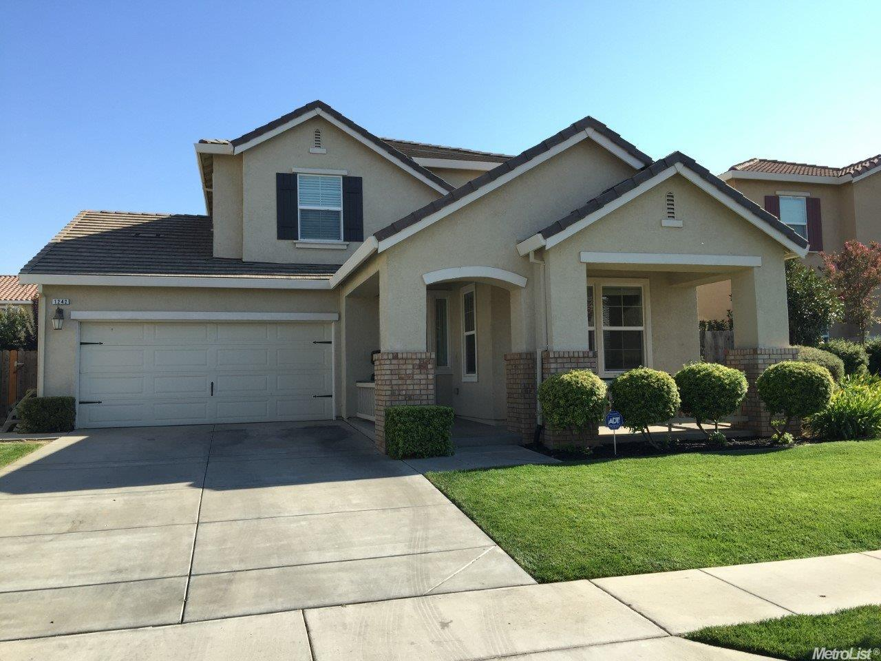 1242 Jewel Flower Dr, Patterson, CA 95363