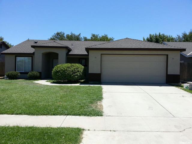 827 Saratoga Ave, Tulare, CA 93274