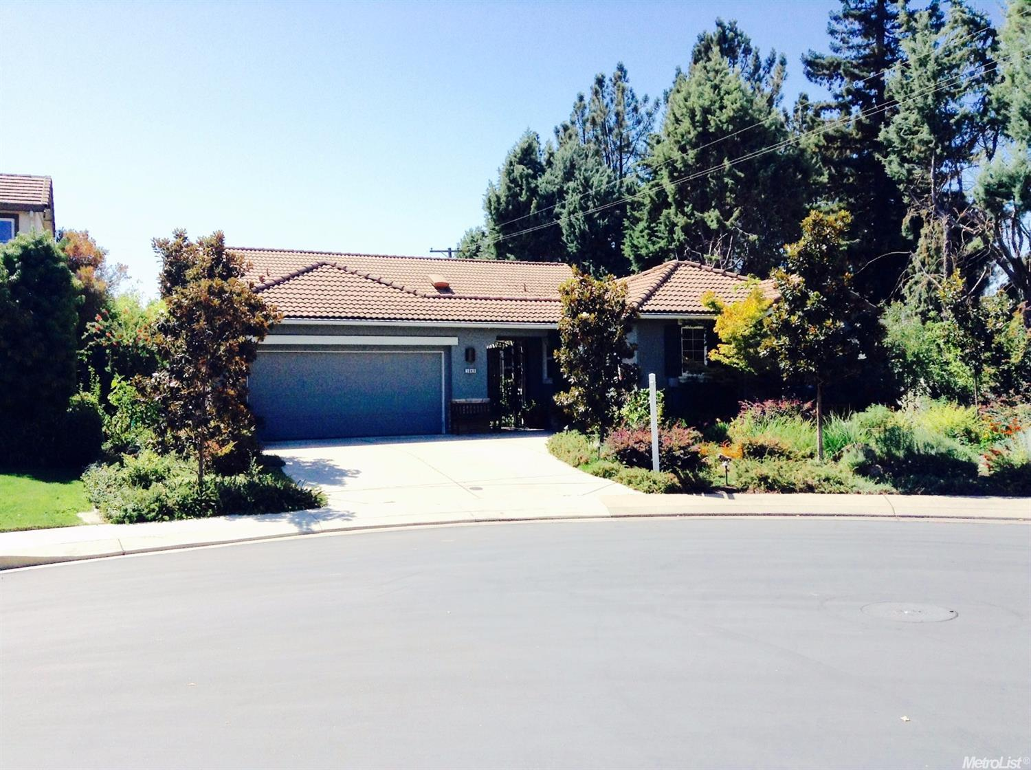 1049 Waterford Dr, West Sacramento, CA 95605