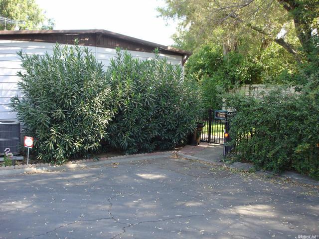 17 Outer Cir, Davis, CA 95618
