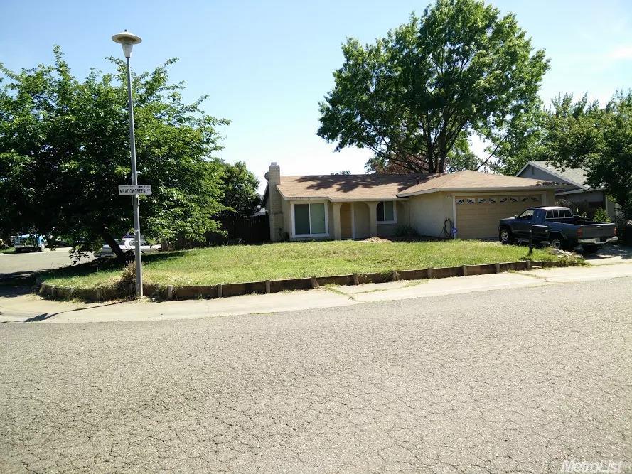 9576 Meadowgreen Cir, Sacramento, CA 95827