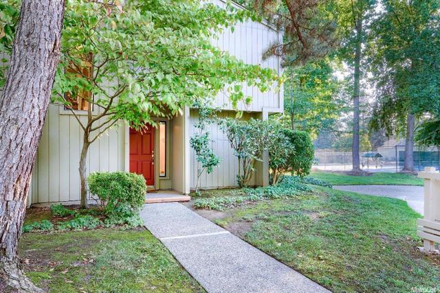 2 Adelphi Ct, Sacramento, CA 95825