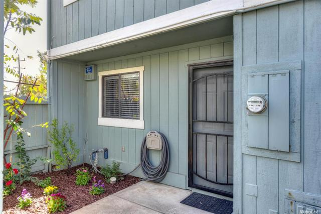 2404 Post Oak Ln, Sacramento, CA 95825