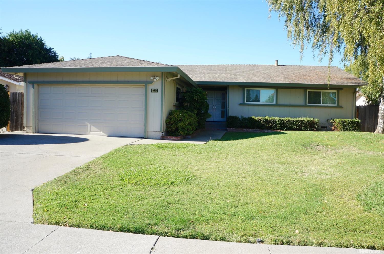 1030 Silver Lake Dr, Sacramento, CA 95831