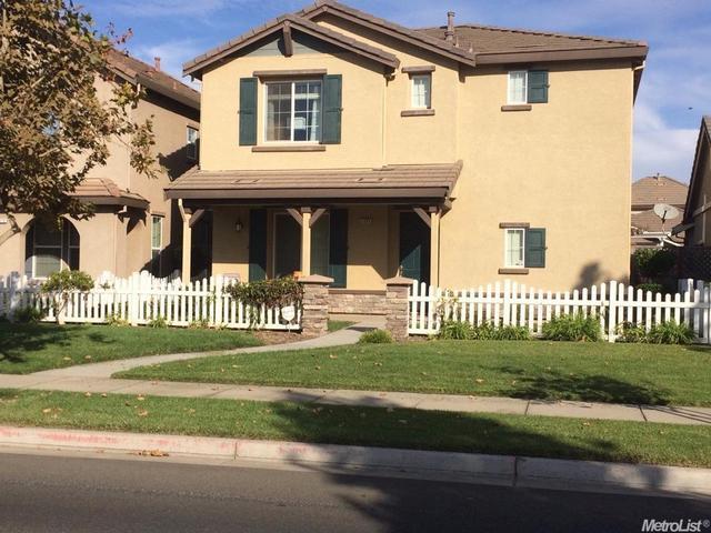 2460 W J, Oakdale, CA 95361