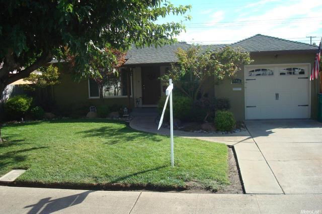 418 N Ham Ln, Lodi, CA 95242