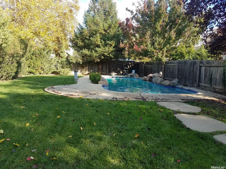 9569 Village Tree Dr, Elk Grove, CA 95758