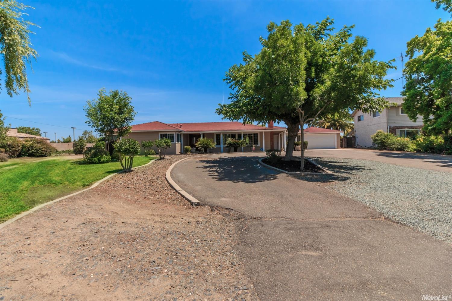 1003 S Yosemite Avenue, Oakdale, CA 95361