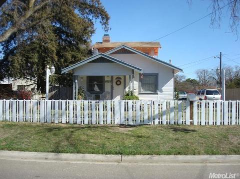 214 Las Flores Ave, Modesto, CA 95354