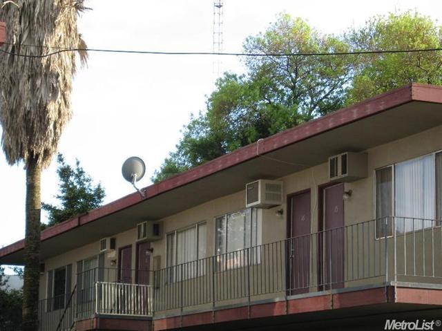 820 E Park St, Stockton, CA 95202
