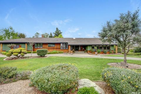8725 N Oaks Dr, Oakdale, CA 95361