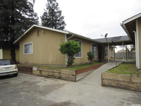 1313 N Burke Ct, Visalia, CA 93292