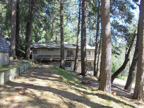 6760 Diamond Dr, Pollock Pines, CA 95726