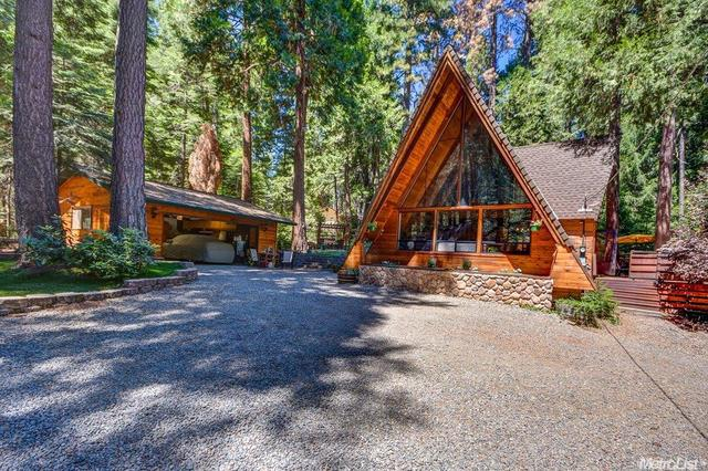 2210 Blair Rd, Pollock Pines, CA 95726